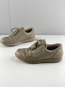 Hush Puppies Classic Walker Womens Lace Up Casual Sneaker Shoes Size 6.5W Brown