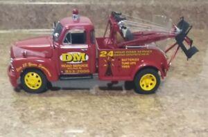 Danbury Mint 1953 Chevy Wrecker DM - 1/24 Scale w/ The Box