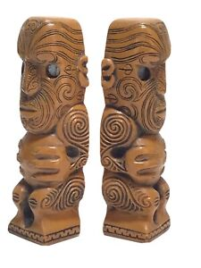 NEW ZEALAND MAORI TIKI  CARVED PYNEWOOD  FIGURES SMALL ENDS SHELL EYES 11.4cm