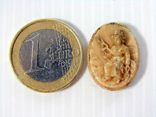 Médaillon médaille calcaire pierre de lave  Bijou ancien Fileuse camée cameo 18°