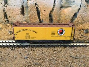 N Scale Micro trains 40' reefer NP NORTHERN PACIFIC