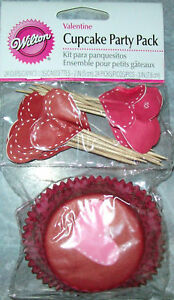 WILTON VALENTINE HEART CUPCAKE BAKING CUPS AND PICKS
