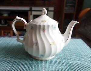Beautiful Vintage Sadler England Teapot Swirl Petite Flowers Gold Trim