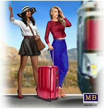 Masterbox 24041 1 24th Scale Truckers Series Hitchhikers Erica & Kery Figures
