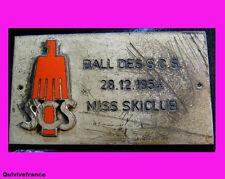 SK882 - INSIGNE SKI BAL DES SCS 1954 MISS SKICLUB