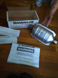 """Magnaflow 91004 Universal High-Flow Catalytic Converter Oval 2"""" In/Out"""