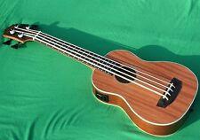 Bass-ukelele, piezo pu, cuerpo Sapele caoba cuello Aquila Strings mensur 530mm