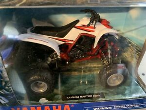 YAMAHA RAPTOR YFM 660 R WHITE / RED  TOY MODEL  DIECAST  1:12 SCALE