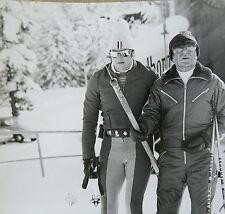 Foto: Niarchos mit seinem Skilehrer 1978  (154)