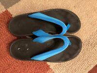 Olukai womens size 10 flip flop sandles blue EUC