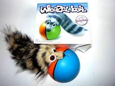 Wieselball Weazelball Katzenspielzeug spielendes Wiesel mit Kugelball