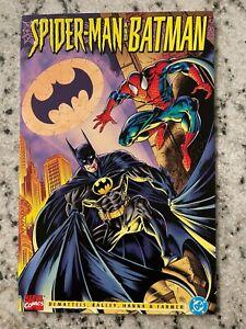 Spider-Man And Batman Marvel & DC Comic Book NM Gotham Venom Joker Robin J595