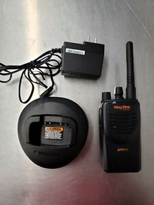 Motorola BPR40 Mag One UHF AAH84RCS8AA1AN Charger & Battery Included
