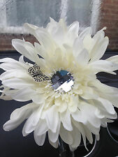 FIAT 500 CAR VENT VASE AND IVORY SHAGGY GERBERA & DRAGONFLY FLOWER UNIVERSAL