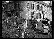 Homme femmes & enfant âne château - Ancien négatif photo an. 1930
