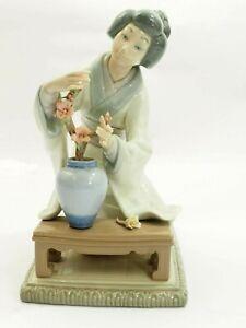 Lladro #4840 Oriental Girl Japanese Decorating Figurine