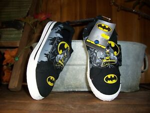 BATMAN BOYS TODDLER LOW TOP CASUAL SHOES SIZE 11 ADJUSTABLE SCHOOL PLAY NEW