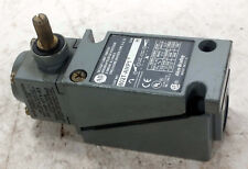 1 USED ALLEN-BRADLEY 802T-AMP1 OILTIGHT LIMIT SWITCH ***MAKE OFFER***