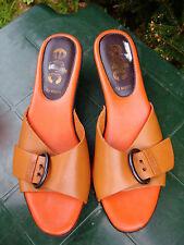Hübsche peppige Echtleder Pantoletten Gr.39 von Esprit in Orange.
