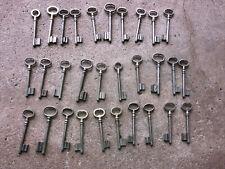 n° 46. Lot 30 clés anciennes de porte serrure clef / déco Clef table de mariage