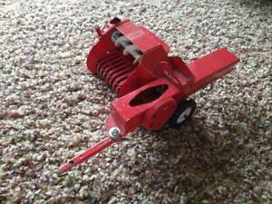 Vintage Red Tru Scale Baler 1/16 - Works