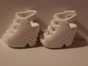 BARBIE DOLL WHITE WEDGE SANDALS FOR MODEL MUSE OR ARCHED HIGH HEEL FEET