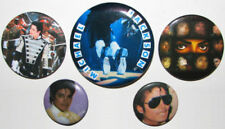 Badges et pins de collection liés à Michael Jackson