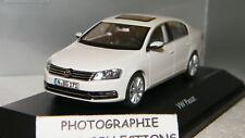VW PASSAT BLANC CANDY DE SCHUCO SCALE 1/43