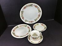 GORGEOUS VINTAGE WEDGWOOD FINE ENGLISH CHINA 5 PIECE PLACE SETTING-QUINCE