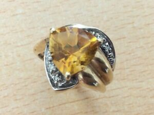 UNUSUAL 9CT GOLD CITRINE & DIAMOND STATEMENT RING SIZE N