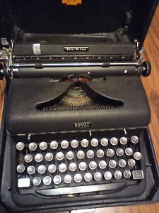 Vintage Royal Quiet Deluxe Typewriter Glass Keys 1940s #A-1287049