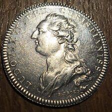 TRÈS BEAU JETON ROYAL LOUIS XVI . SECRÉTAIRES DU ROI 1776 EN ARGENT (452)