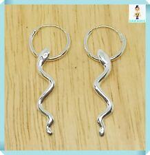 Orecchino in argento a cerchio con pendente a forma di serpente