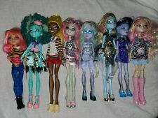 LOT OF 8 MONSTER HIGH DOLLS WITH SHOES AND CLOTHES