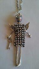 Collier sautoir poupée et robe en strass argentée et noire et ses ailes