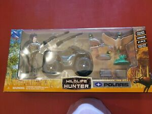 New Ray Wildlife Hunter Play Set POLARIS XP1000 Deer Guns Crossbow Fig 76075 NEW