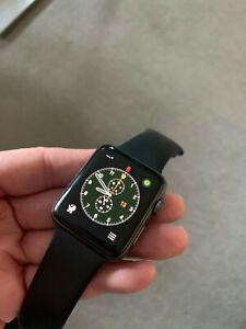 Apple Watch Series 3 42mm Aluminiumgehäuse in Space Grau mit Sportarmband black