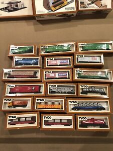 Tyco HO Scale Lot OF 17 Train Cars 1 truck Mixed Open Box Vintage