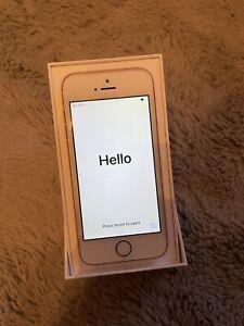 Apple iPhone SE 32GB (Unlocked) Smartphone - Rose Gold