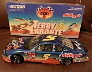 2001 ACTION #5 TERRY LABONTE LOONEY TUNES 1/24 DIECAST CAR