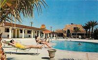 Lake Havasu City Arizona~Ladies Lounging @ Wings Motor Hotel~1950s Postcard