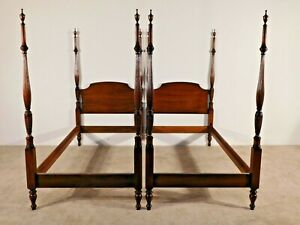 PAIR Kindel Furniture Kent Mahogany Tobacco Leaf Chippendale Twin Poster Beds