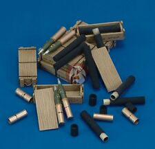 Royal Model 1/35 105mm Ammo with Cartridges, Shells and Wooden Cases [Resin] 424