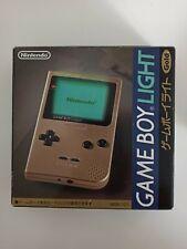 Game Boy Light Gold en caja. MGB-101