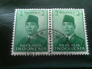 PAIR OF USED STAMPS OF INDONESIA 1951 SUKARNO 2 RUPIAH GREEN.