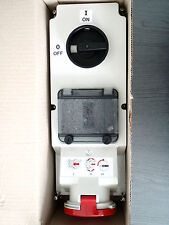 CEE-Wandsteckdose AWD 32A 5P 6h IPX4 abschaltbar und verriegelbar