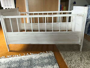 Antikes Baby- Kinderbett vintage shabby chic