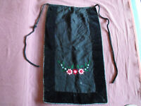 #1435 Beautiful Vintage Hand-Woven Hand Embroidered Apron 71cm/42cm(28''x16.5'')