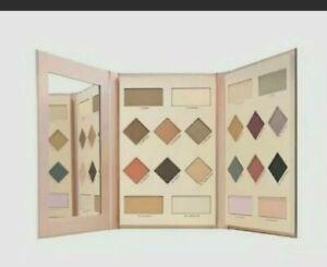 Avon mark. Supreme Eyeshadow Palette Playbook. 20 Matte & Shimmer Shades.