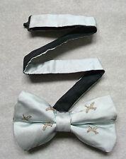 Nuevo De lujo seda MENS corbata de Moño Bowtie volando Mallard Ducks trémulo Pálido Plata